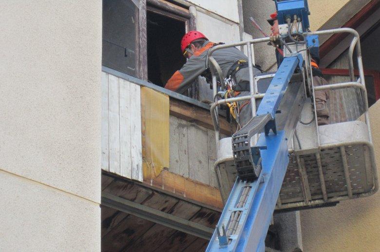 Harminc éve engedély nélkül toldották ki a tömbházlakást, mostanra bontatták le az illegális építményeket