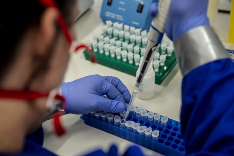 A szokásosnál kevesebb teszt ellenére is több mint négyezer új fertőzöttet regisztráltak
