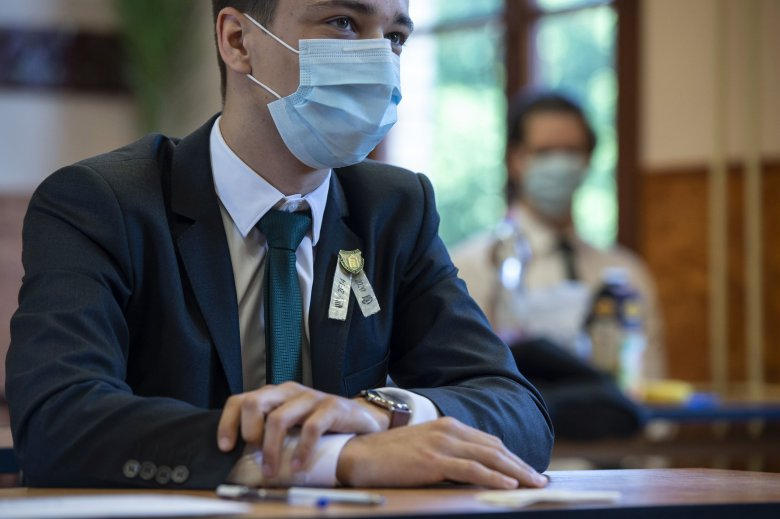 Orban: minden iskola kap védőmaszkokat a tanfelügyelőségeken keresztül