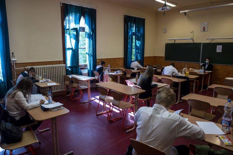 Döntött a kormány, eltörlik idén a szóbeli vizsgákat az érettségin