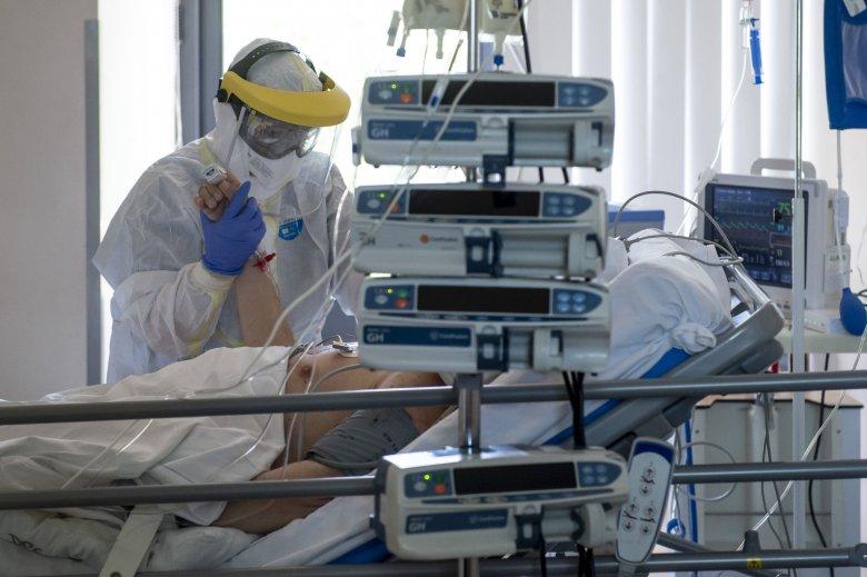 1295 új fertőzött, intenzív osztályon már 409 személyt kezelnek