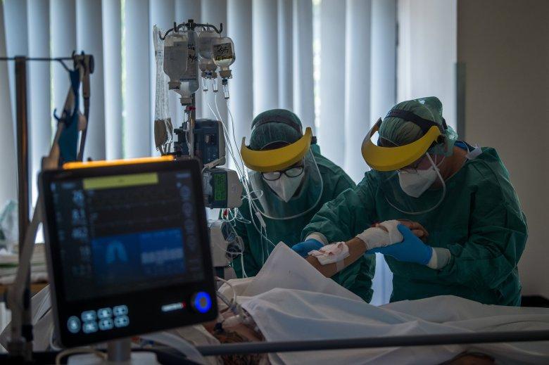 Majdnem kétszázan haltak meg koronavírussal összefüggő okokból az elmúlt 24 órában