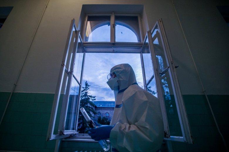 Megint kétszáz fölött az új fertőzöttek száma, Hargita megyei beteg is elhunyt