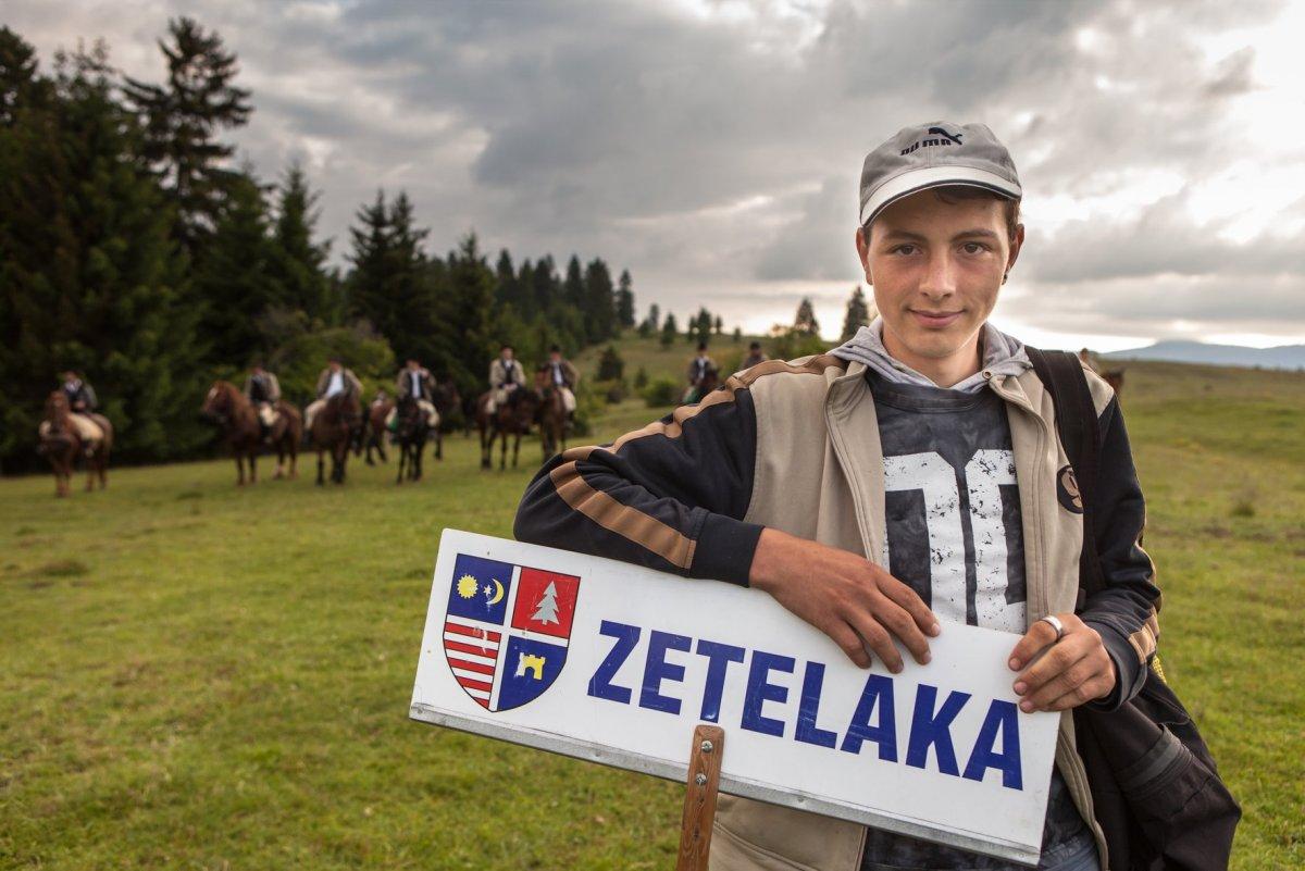 https://media.szekelyhon.ro/pictures/agerpres/kiemelesek/12_kiemelesek/o_ebe_lovas_zarandoklat_zetelaka-17-03.jpg