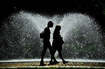 Nyugaton és délnyugaton kánikula, máshol viharok várhatók
