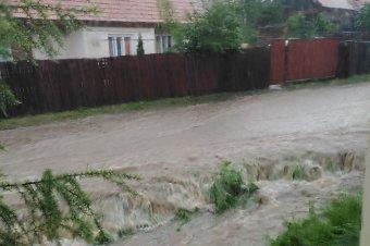 Több erdélyi megyében közbe kellett lépnie a katasztrófavédelemnek a vihar miatt