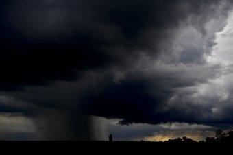 Jön az eső: hétfő délutántól az országi nyugati felében, aztán nálunk is