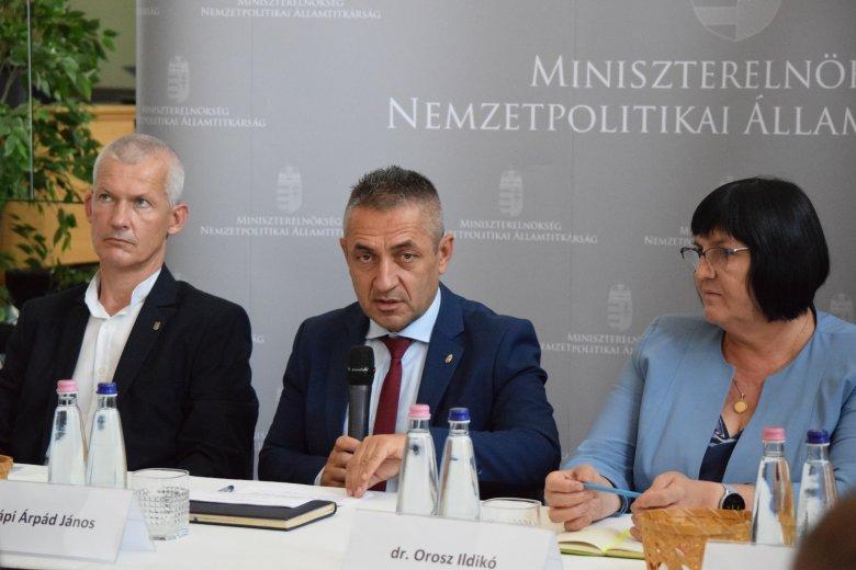 Szülőföldjükön tartanák a magyar kutatókat