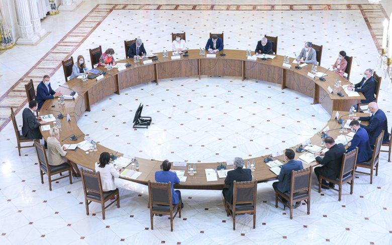 Iohannis: három forgatókönyvvel kezdődik a tanév szeptember 14-én