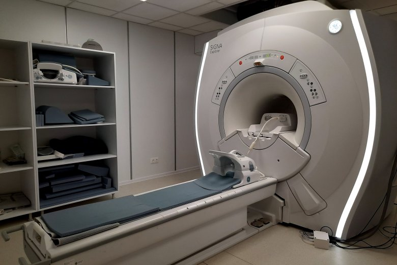 Hosszabb programmal, több beteg mágnesesrezonancia-vizsgálatát tudják elvégezni a csíkszeredai kórházban