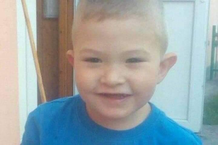 Segítségre van szüksége egy leukémiával diagnosztizált ötéves szovátai kisfiúnak