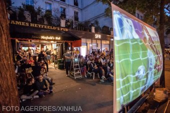 Maszk nélküli párizsi szurkolók százait büntették meg a BL-döntő alatt