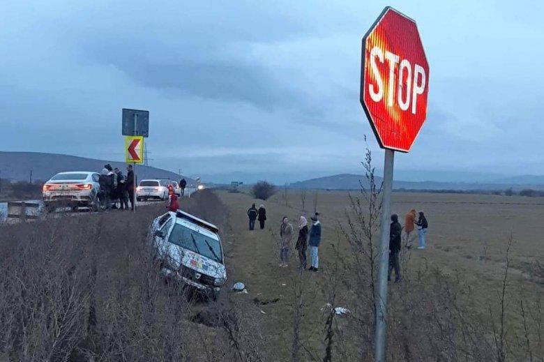 Rendőrautóval ütközött egy személygépjármű Csíkmadaras közelében
