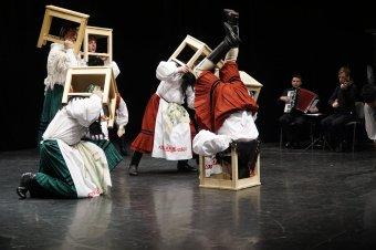Székelyudvarhelyen mutatja be Góbé Farsang című előadását a Hargita Nemzeti Székely Népi Együttes