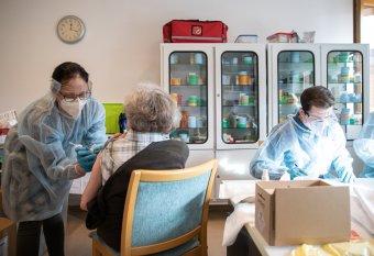 Megnőtt az oltási kedv: a román lakosság több mint fele kéri a vakcinát