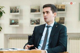 Lassúbb lesz a visszarendeződés a vártnál – Románia nem bírna újabb lezárást, vissza kell faragni a deficitet a szakértő szerint