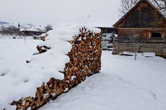 Több mint másfél ezer háztartásban szünetel az áramszolgáltatás a havazás okozta meghibásodások miatt