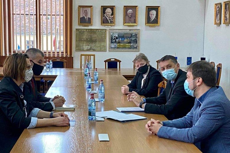 Székelyföldön terjeszkedik a BBTE: megállapodást írt alá Kolozsváron Gálfi Árpád udvarhelyi polgármester