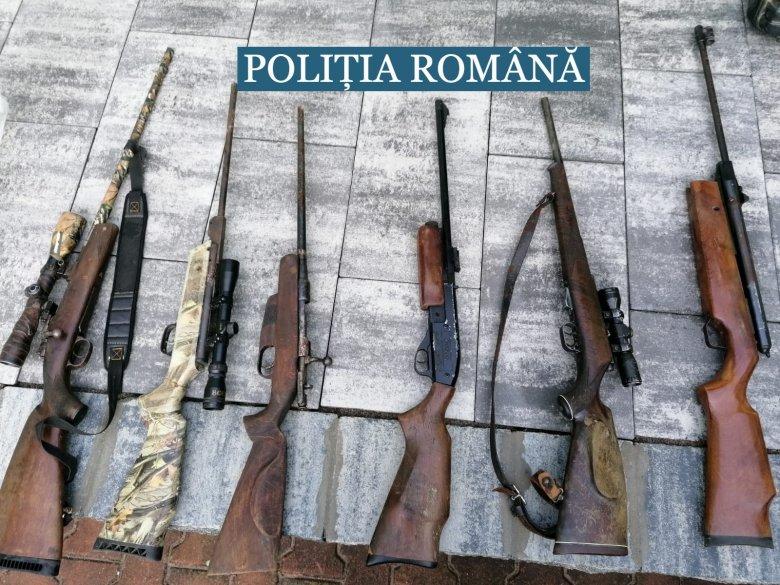 Fegyverarzenált találtak négy háromszéki gyanúsítottnál