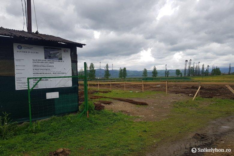 Sportcsarnokot építenek és közösségi teret alakítanak ki Gyergyóalfaluban