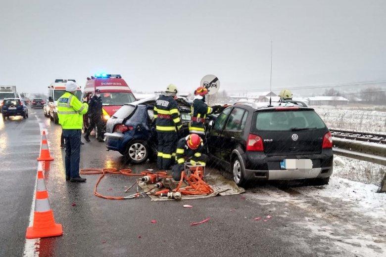 Éjszaka és kora reggel is balesethez riasztották a tűzoltókat
