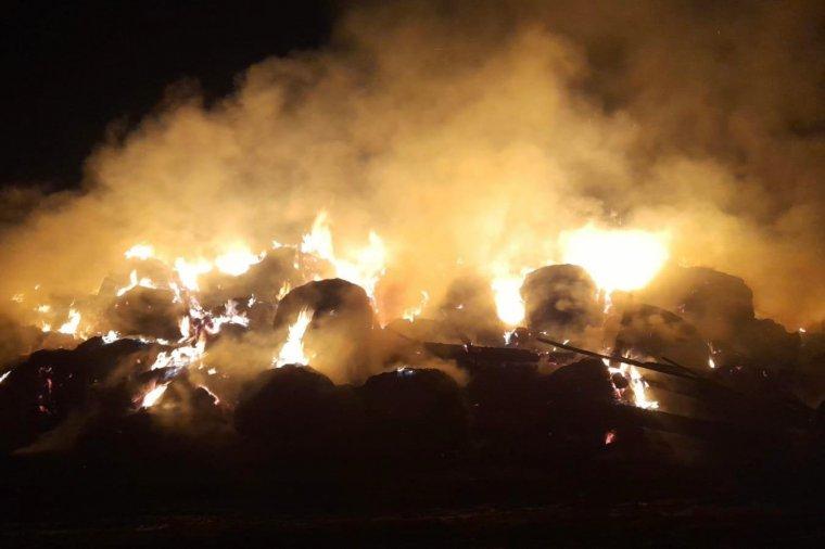 Gyújtogatás miatt válhatott a lángok martalékává 1600 bála takarmány