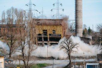 Sok gépi munka helyett robbantás – videóval