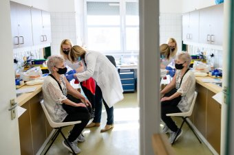 A cégekhez is kimennek, ha igénylik a koronavírus elleni vakcinát