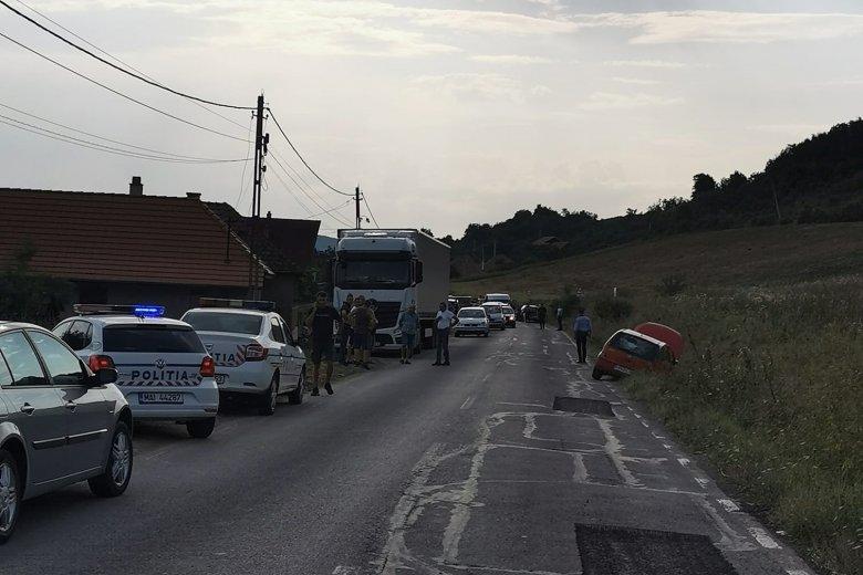 Előzés miatt következett be a három autót érintő baleset