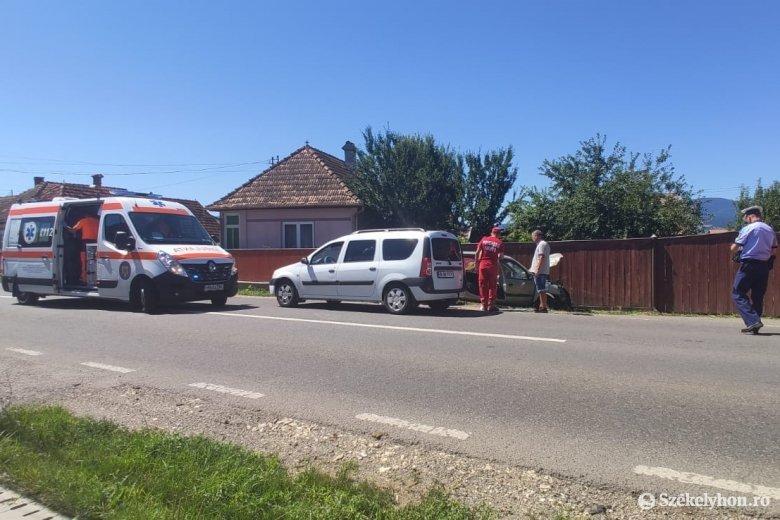 Két autó ütközött Csicsóban