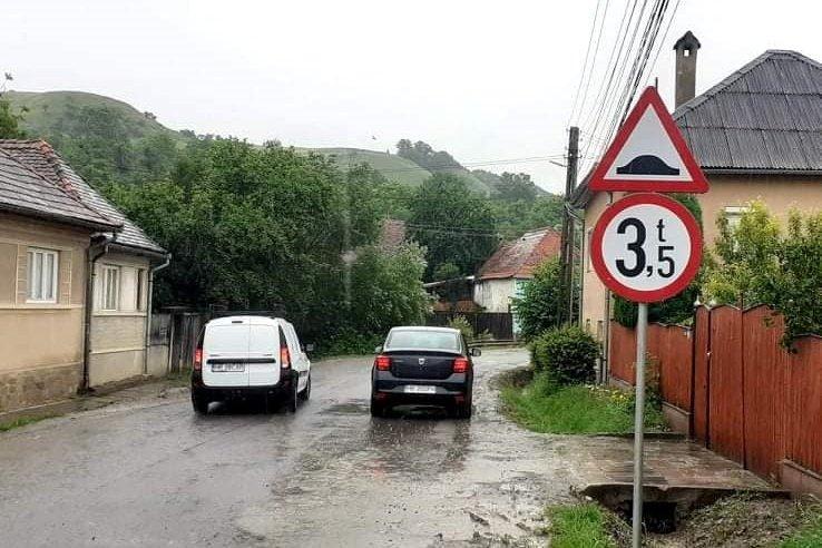 Súlykorlátozást vezettek be a 133-as megyei úton Székelyderzsnél