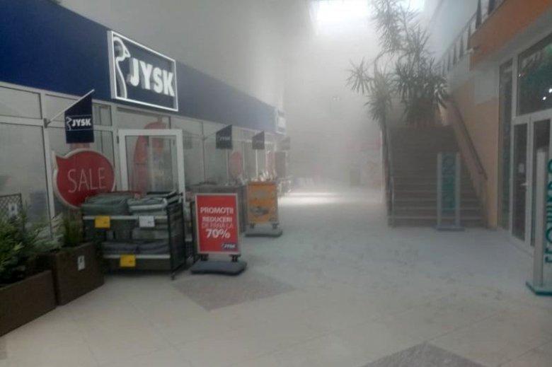 Beindult a tűzvédelmi rendszer, ki kellett menekülniük a vásárlóknak