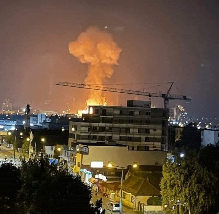 Robbanás hangja rázta meg Marosvásárhelyt, tűz ütött ki a vegyipari kombinátnál