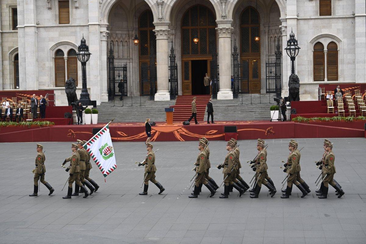 A Magyar Honvédség díszegysége Kossuth téren •  Fotó: Balogh Zoltán/MTI