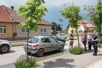 Autó gyúlt ki az egyik forgalmas csíkszeredai útkereszteződésnél