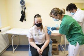 Augusztustól Spikevax vakcinát is kaphatnak a 12-17 évesek