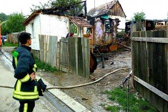 Lakóház égett le Zetelakán, ellentmondásos információk a tűz okáról