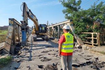 Újjáépítik a hidat, elterelték a forgalmat