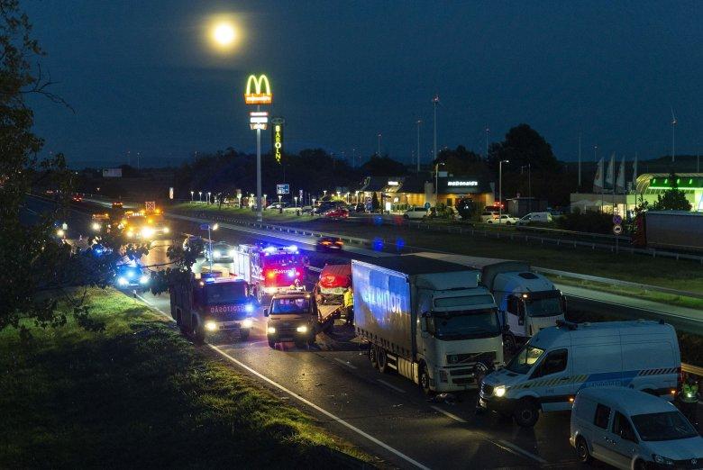 Öten vesztették életüket egy magyarországi balesetben, román rendszámú kisbusz érintett