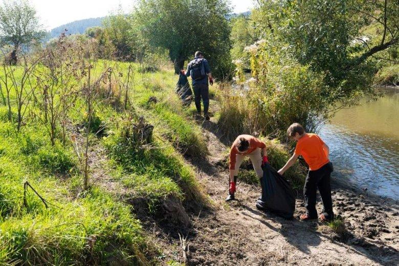 Több tonna szemetet szedtek össze az Olt Hargita és Kovászna megyei partszakaszairól