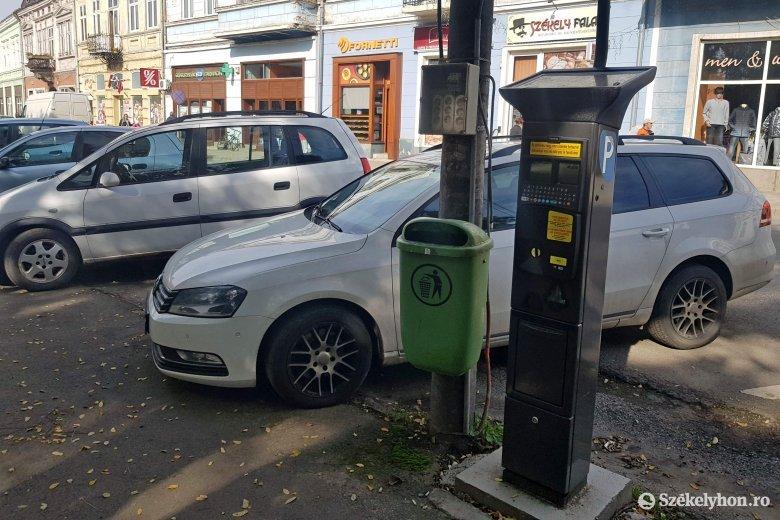 Több mint egy éve kihasználatlanok a parkolóautomaták Gyergyószentmiklóson