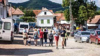 """""""Hegyetrengető"""" fesztivál: tízezreknek vált ideiglenes otthonává Torockó"""