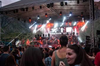 Napfelkeltétől napnyugtáig szól a zene Torockón – átnevezett színpadok, új előadóterek a júliusi Double Rise fesztiválon