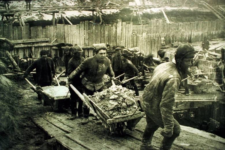 A kommunizmus áldozataira emlékeznek – Papp Annamária történész szerint fontos megismertetni, mi történt  1944-45-ben