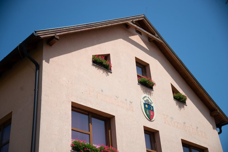Elutasították Tanasă keresetét a korondi községháza ügyében