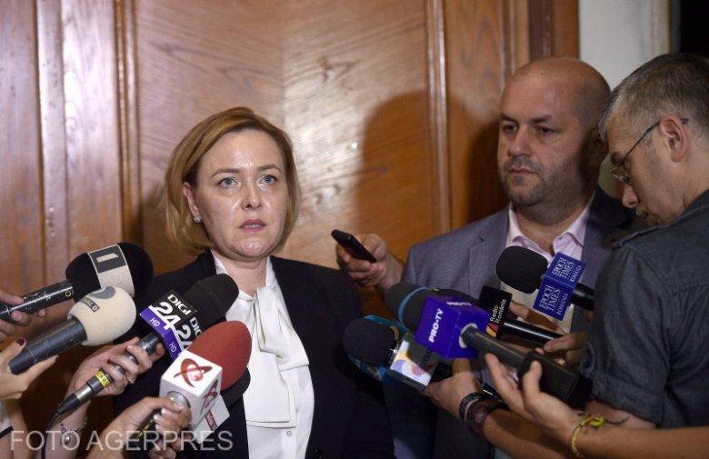 Emelt fővel mondott le Carmen Dan belügyminiszter