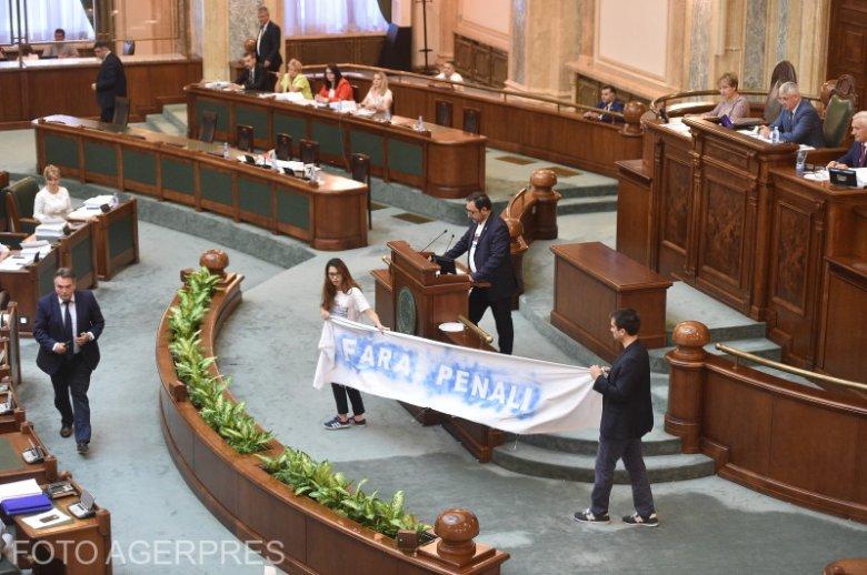 """Nem lesz népszavazás december 6-án a """"büntetőügyesek"""" közéleti szerepvállalásáról"""