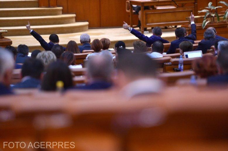 Villámgyors szavazógépezet: szűk többséggel a képviselők is rábólintottak a büntető törvénykönyv módosításaira