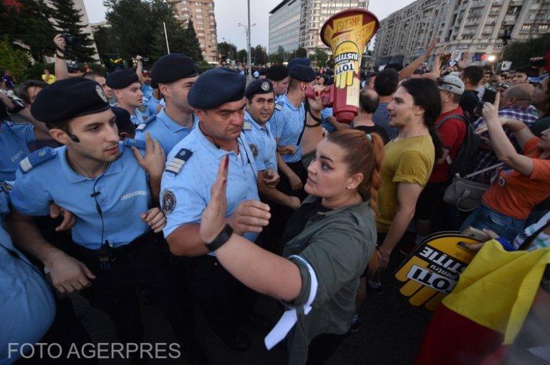 Össztűz a Btk.-módosításra – figyelmeztet az Európai Bizottság, alkotmánybírósághoz fordult az ellenzék