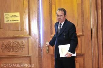 Az alkotmánybíróság elnöke szerint csak törvénnyel lehetett volna korlátozni az alapvető szabadságjogokat